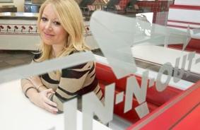 35세 생일에 억만장자 등극한 '인앤아웃' 린지 스나이더
