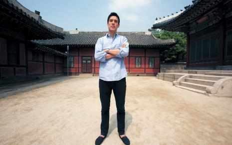 Fielding Hong takes a walk through Deoksugung before heading to work. He is one of many expats hoping to eventually qualify for the new F-2-7 visa, which uses a point system to qualify applicants. Matthew Lamers/The Korea Herald