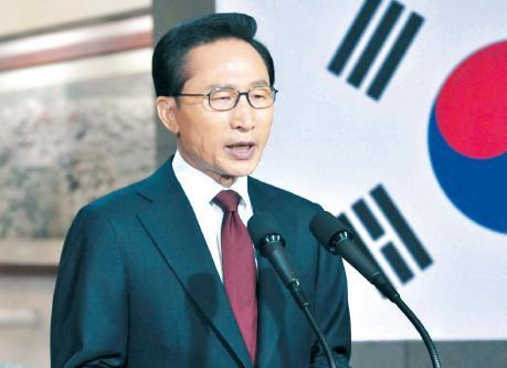 President Lee Myung-bak vows stern measures against North Korea in a national address on Monday. Chung Hee-cho/The Korea Herald