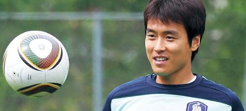 Lee Dong-gook takes part in a practice session in Austria. Yonhap News