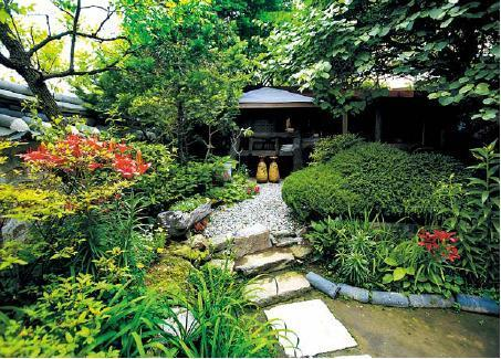 A Traditional Garden Leads To The Tea House At Suyeonsanbang