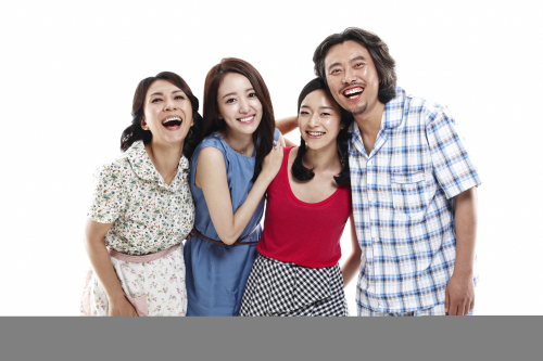 """The cast of stage drama """"Together with You"""" starring (from left) Chu Gui-jung, Lee Se-eun, Kim Yoo-young and Seo Hyun-chul. The drama runs from July 23-Oct. 31 at Eda1 Theater in Daehagno. The Best Play, Inc."""