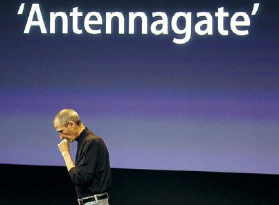 Apple CEO Steve Jobs talks about the Apple iPhone 4 at Apple headquarters in Cupertino, California on Friday. AP-Yonhap News