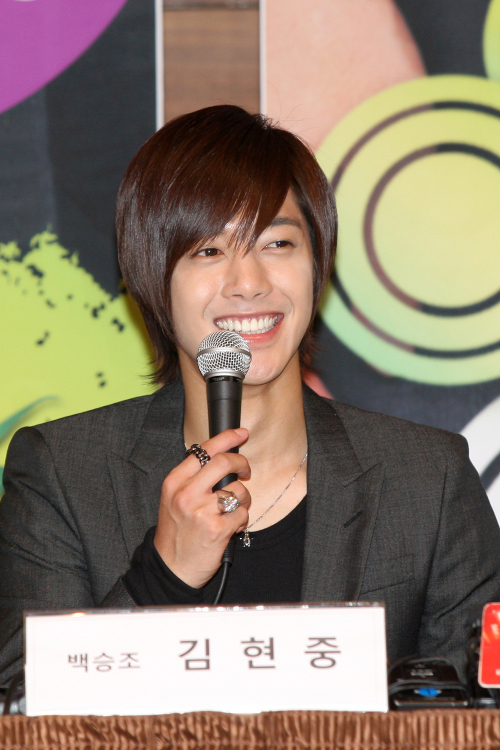 """Kim Hyun-joong speaks at the """"Naughty Kiss"""" drama press conference on Thursday at the Imperial Palace Hotel in Seoul (Group Eight)"""