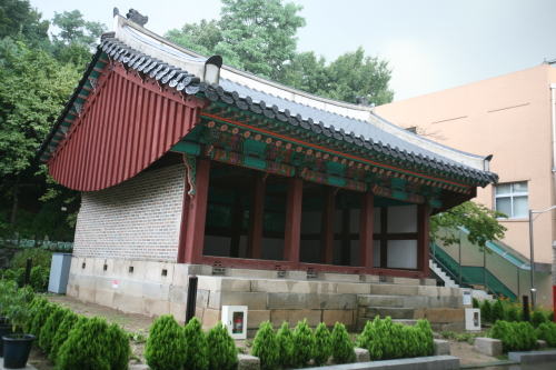 Seonhuigung where the ancestral tablet of Yeongbin, the mother of Crown Prince Sado, is kept.