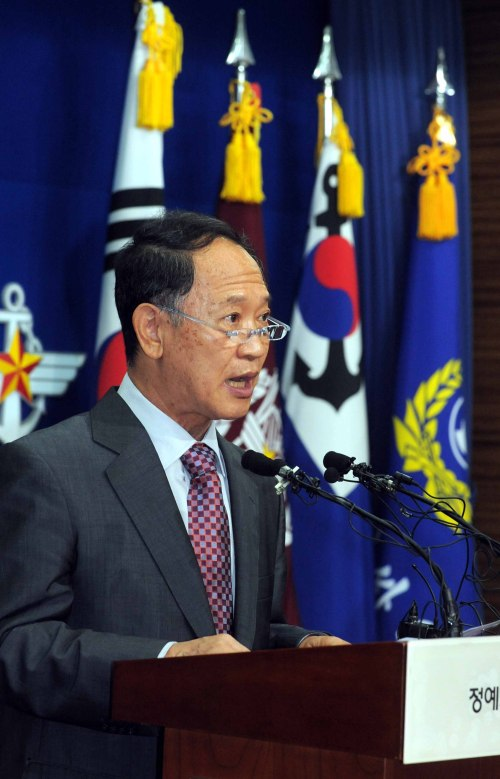 Yoon Duk-yong, co-chairman of the joint international investigation team, addresses apress conference at the Ministry of National Defense in Seoul on Monday. (Ahn Hoon/ The Korea Herald)