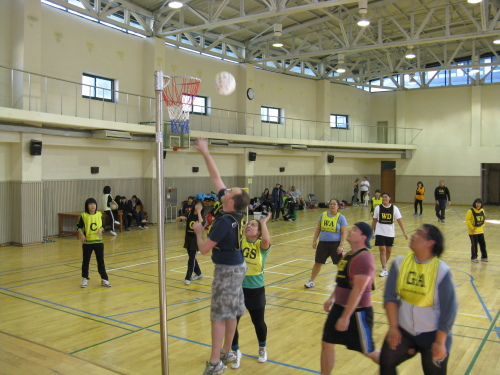 Shooters line up the ball, while middle schoolers experience firsthand how expats play the fast-paced game at Yeouido Middle School. (Yeouido Middle School)