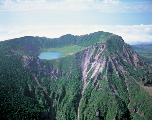 Mount Halla of Jeju Island, UNESCO-designated World Natural Heritage (2007) and Biosphere Reserve (2002), is now a certified world geopark.