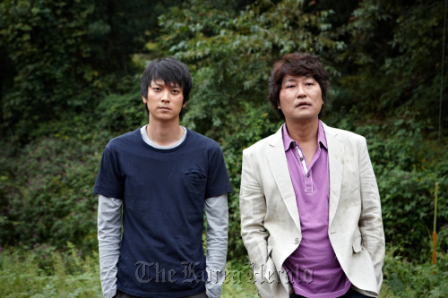 """Kang Dong-won (left) and Song Kang-ho in a scene from """"Sworn Enemy."""" (Showbox)"""