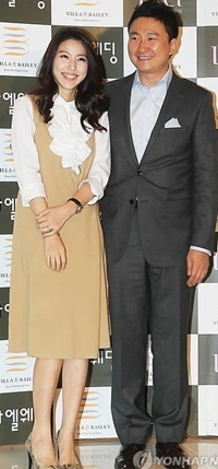(Joo Young-hoon and his wife)
