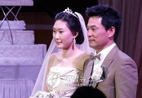 (Lee Han-wie and his wife)