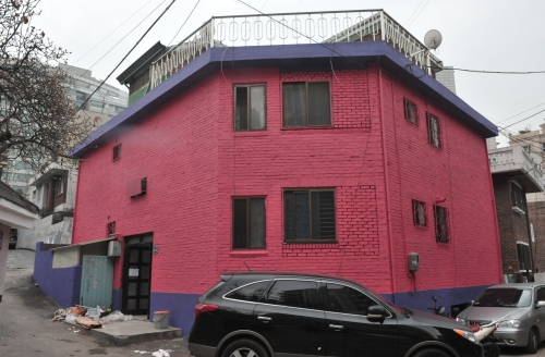 """Hannam-dong 31-5, one of the six houses used for """"Design Korea in Hannam""""(Chung Hee-cho/The Korea Herald)"""
