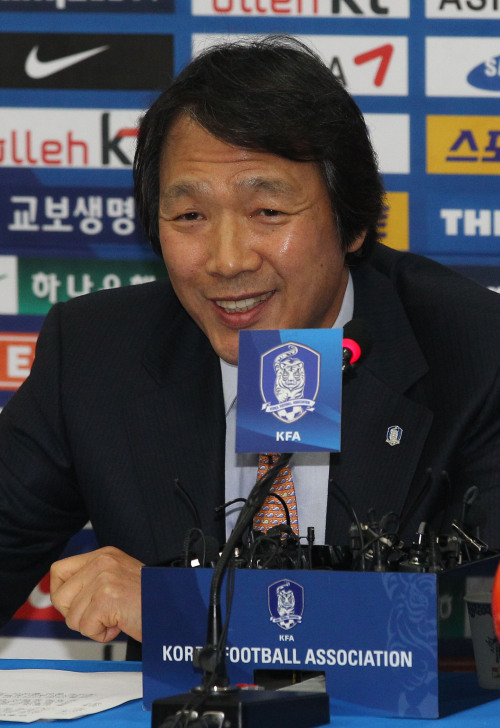 National team manager Cho Kwang-rae announces a 23-member squad for the 2011 Asian Cup at the KFA's office in Seoul on Friday. (Yonhap News)