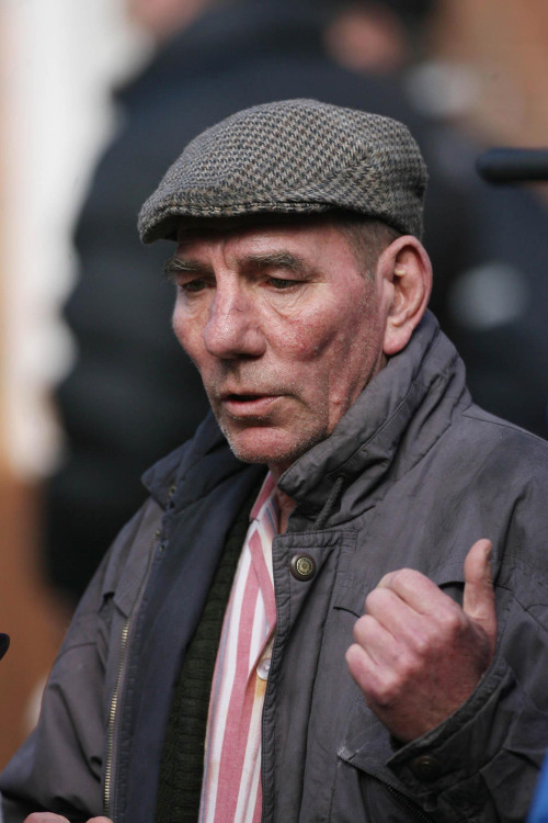 "Pete Postlethwaite on the set of ""Closing the Ring,"" filmed in North Belfast in 2006. (AP-Yonhap News)"