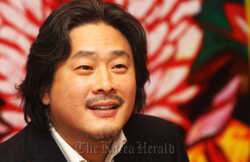 "Director Park Chan-wook grins at a premiere of his new film ""Night Fishing"" at CGV Yongsan on Monday. (Yonhap News)"