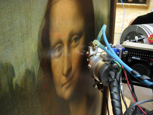 The Mona Lisa is examined with a non-invasive technique called X-ray fluorescence spectroscopy to study the thickness of paint layers and their chemical composition. (AP-Yonhap News)