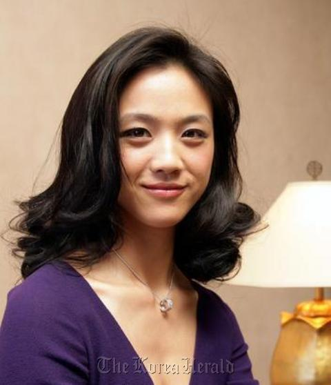 """Chinese actress Tang Wei poses at a press conference in Seoul for her film """"Lust, Caution"""" in 2007. (Yonhap News.)"""