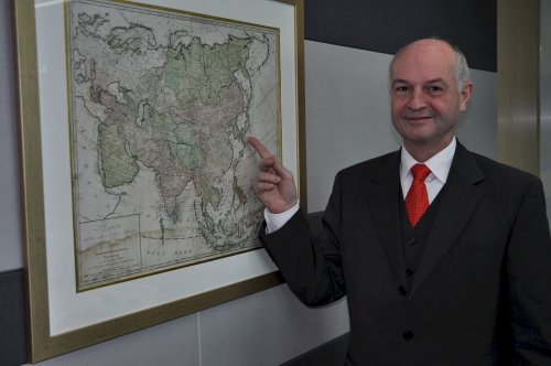 Korea German Chamber of Commerce and Industry Secretary General Jurgen Wohler points to an 18th century map. (Yoav Cerralbo/The Korea Herald)