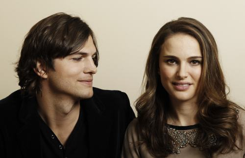 "In this Jan. 7 photo, actor Ashton Kutcher (left) and actress Natalie Portman, from the film ""No Strings Attached"" pose for a portrait in Beverly Hills, California. (AP-Yonhap News)"