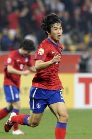 South Korea's player Yoon Bit Ga Ram celebrates after scored a goal during their AFC Asian Cup Quarter Finals soccer match against Iran. (Yonhap News)