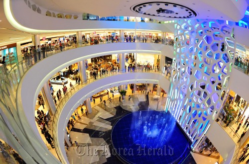 A Lotte Department Store branch in Busan (Lee Gil-dong/The Korea Herald)