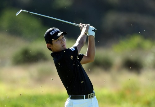 Sunghoon Kang of Korea hits off the 6th fairway during the first round of the Farmers Insurance Open at Torrey Pines on Thursday in La Jolla, California. (AFP-Yonhap News)