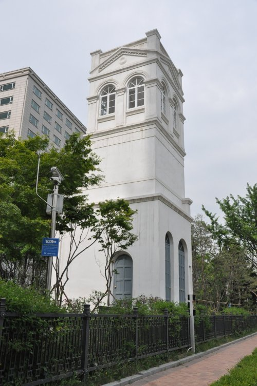 Overlooking a recreational park in Jeong-dong, the three-story Russian legation tower is the only remnant of the original Russian Embassy. (Yoav Cerralbo/The Korea Herald)