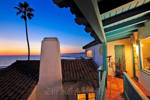 Built for Oscar-winning 1930s film star Ronald Colman, this home in the Playa del Rey neighborhood of Los Angeles, California has sold for $1.6 million.(Ron Luxemburg/Los Angeles Times/MCT)