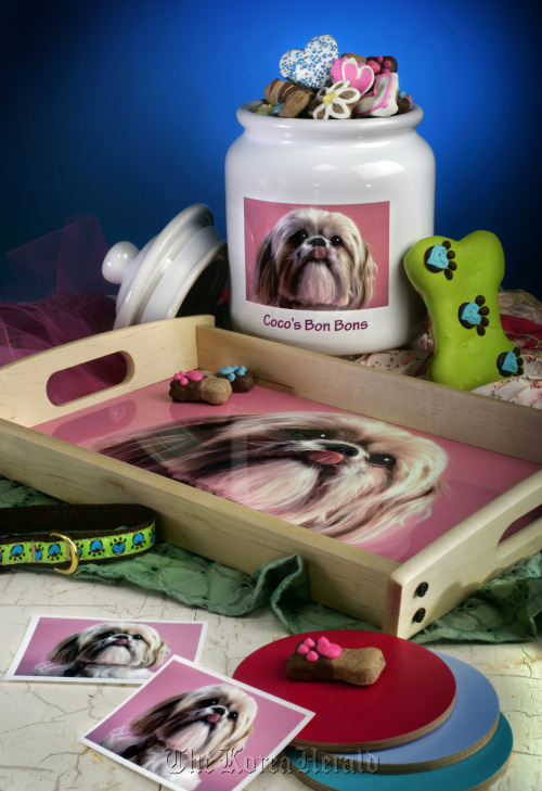 You can have a photo reproduced on virtually anything, including blankets, serving trays, mouse pads, paper weights, candles, wall clocks, lamps and dog beds. (Kansas City Star/MCT)