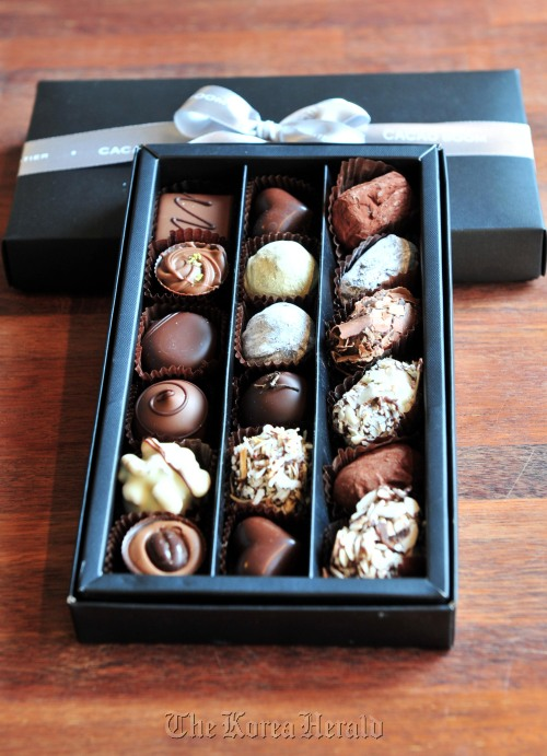 Cacao Boom's boxed set of 18 pralines include chocolatier Go Young-joo's delectable Portuguese and Titicaca chocolates along with her luscious nutmeg, coconut and cream truffles. (Kim Myung-sub/The Korea Herald)