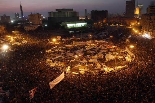 Hundreds of thousands of anti-government demonstrators crowd Cairo's Tahrir Square on Tuesday in the largest protests since the start of the revolt against President Hosni Mubarak. (AFP-Yonhap News)