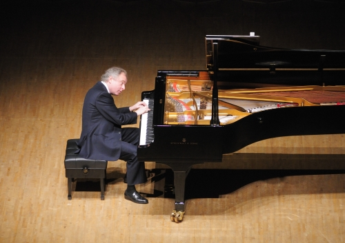 Pianist Andras Schiff is to hold a recital on Feb. 23 at the Seoul Arts Center's Concert Hall. (Mast Media)
