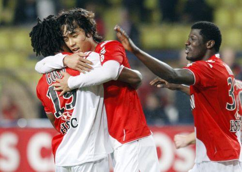 Monaco forward Park Chu-young (right) celebrates his goal against Lorient.(AFP-Yonhap News)