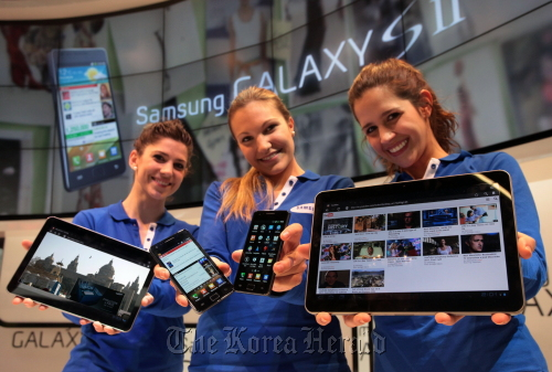 Models show Samsung Electronics' Galaxy S 2 and Galaxy Tab 10.1 for the first time in Barcelona on Sunday ahead of the opening of the Mobile World Congress. (Samsung Electronics)