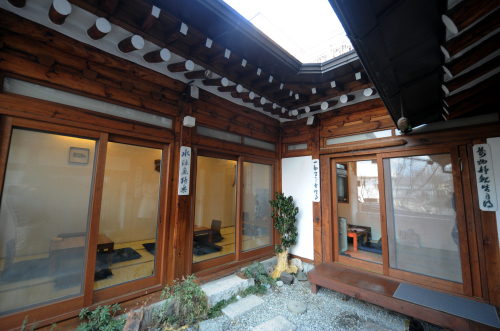 Patrons can enjoy Ga Hwa Dang's brews in the serene beauty of a traditionalKorean house that is approximately 50 years old. (Lee Sang-sub/The Korea Herald)