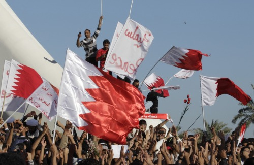 Bahraini protesters chant slogans at Pearl Square soon after the military and police pulled out in Manama on Saturday. (AP-Yonhap News)