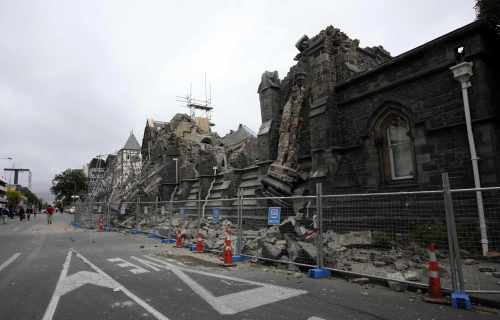 A building in Christchurch, New Zealand, is destroyed after an earthquake struck Tuesday, Feb. 22, 2011. The 6.3-magnitude quake collapsed buildings and is sending rescuers scrambling to help trapped people amid reports of multiple deaths. (AP-Yonhap)