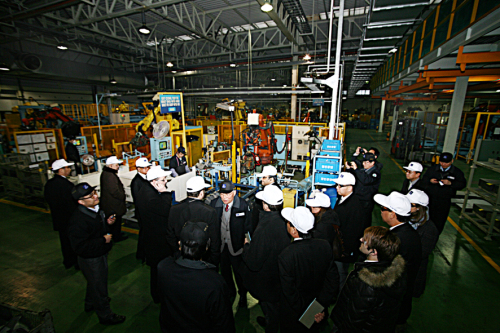 Renault-Nissan Purchasing Organization officials visit a Korean parts supplier in January. (Renault Samsung)
