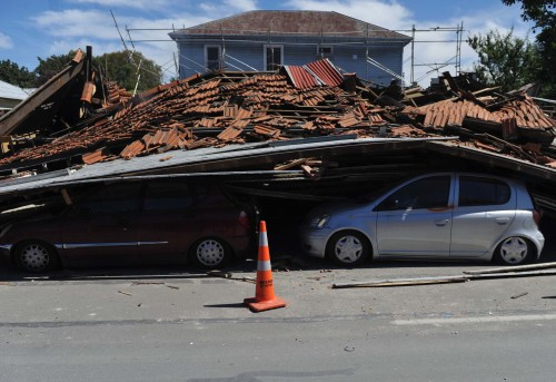 Quake-damaged vehicles are seen in Christchurch, New Zealand, on Feb. 27, 2011. The confirmed death toll from the New Zealand Christchurch earthquake rose to 146 on Sunday, while the number of missing people remains at more than 200. (Xinhua-Yonhap News)
