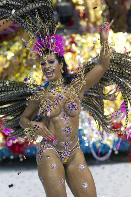 A dancer performs during the parade of Aguia de Ouro samba school in Sao Paulo, Brazil, Sunday, March 6, 2011. Brazil's official carnival is held this year March 4-8. (AP-Yonhap News)