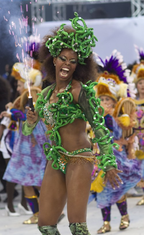A dancer performs during the parade of the Vai Vai samba school in Sao Paulo, Brazil, Saturday, March 5, 2011. (AP-Yonhap News)