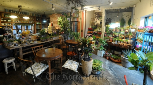A view of Blute, a flower café in Hannam-dong, central Seoul. (Lee Sang-sub/The Korea Herald)