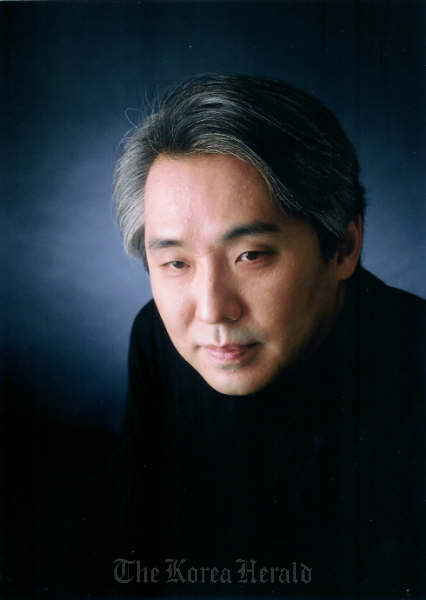 Conductor Kim Dae-jin. (Goyang Aram Nuri Arts Center)