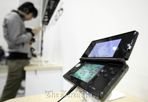 Nintendo Co.'s 3DS handheld player at Nintendo World 2011, an introductory event for the 3DS, in Chiba. (Bloomberg)