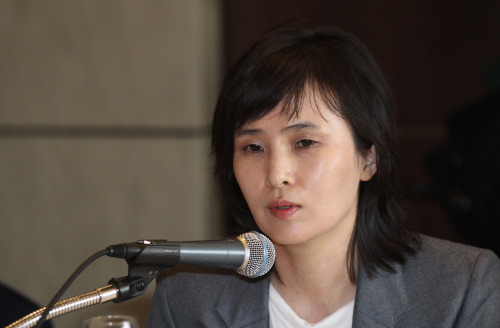 Shin Jeong-ah speaks during a press conference at Lotte Hotel in Sogong-dong, central Seoul, on Tuesday. (Yonhap News)