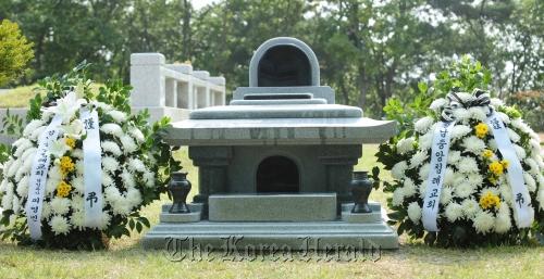 Choi Jin-sil's grave in Kapsan Park Cemetery in Yangpyeong, Gyeonggi Province. (The Korea Herald)