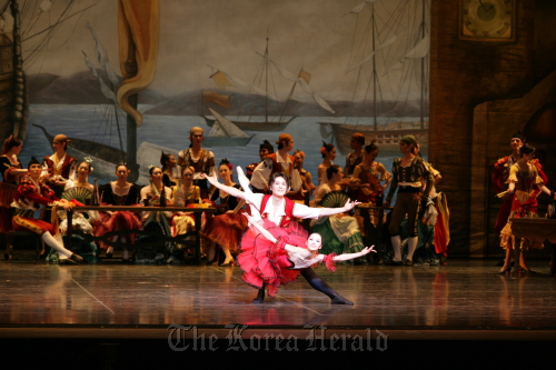 """A scene from """"Don Quixote"""" by Universal Ballet (Universal Ballet)"""