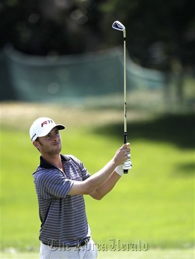 Spencer Levin watches his shot to the green on the first fairway during the first round of the Arnold Palmer Invitational golf tournament at Bay Hill in Orlando, Florida, Thursday. (AP-Yonhap News)