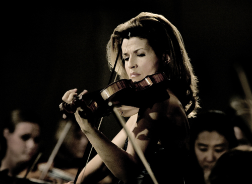 Violinist Anne-Sophie Mutter is to hold her recital on May 3 at the Seoul Arts Center. (Credia)