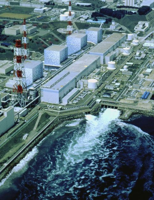 An aerial view taken by Tokyo Electric Power Co (TEPCO) in 1998, shows TEPCO's Fukushima No.1 nuclear power plant and its drainage gate to the Pacific Ocean at Okuma town in Fukushima prefecture. Radiation levels have jumped 10-fold in days in seawater near Japan's tsunami-hit nuclear plant. The iodine-131 level in the Pacific Ocean waters just off the Fukushima plant was 1,250 times above the legal limit on March 26, 2011. (AFP PHOTO / HO / TEPCO VIA JIJI PRESS-Yonhap)